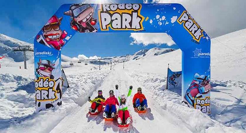 france_paradiski-ski_les-arcs_sledging.jpg