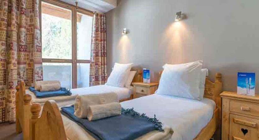 france_paradiski-ski-area_la-plagne_chalet-sarsonnet_bedroom1.jpg