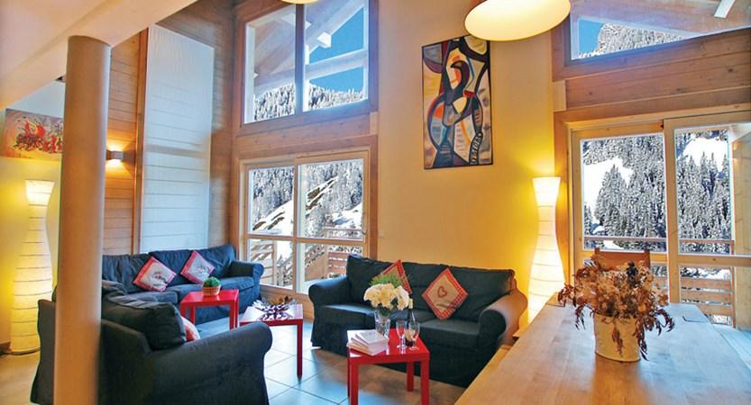 france_paradiski-ski-area_la-plagne_chalet-sarsonnet_lounge-living-area.jpg