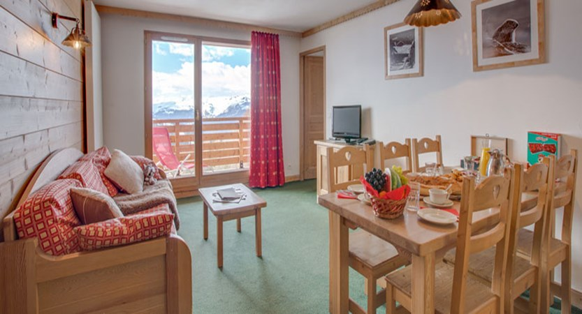 France_LaPlagne_Sun-valley-apartments_Living-area-4room-apartment.jpg