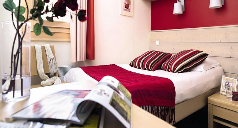 France_La-Plagne_Plagne-Lauze-Apartments_Double-bedroom.jpg