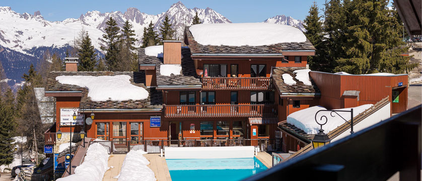 France_La-Plagne_Plagne-Lauze-Apartments_Exterior-winter.jpg