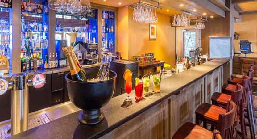 France_LaPlagne_Hotel-Vancouver_Bar2.jpg