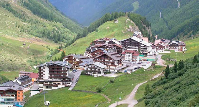 Austria_Obergurgl-summer_Resort-view.jpg
