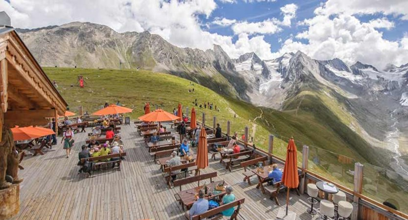Austria_Obergurgl-summer_Valley-view-wooden-terrace.jpg
