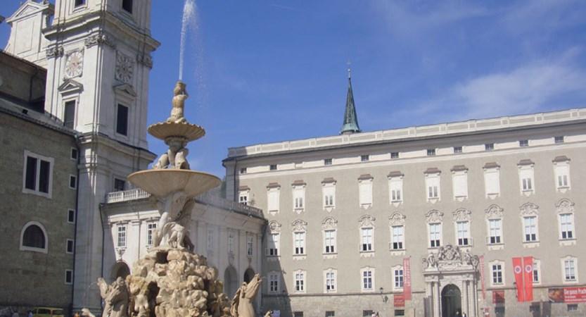 Austria_Salzburg-summer_Statue-fountain-plaza.jpg
