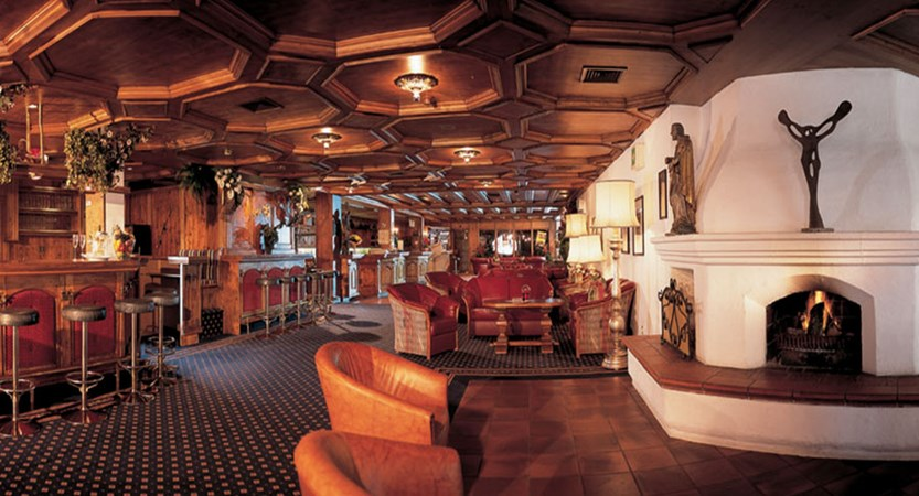 Ferienhotel Kaltschmid, Seefeld, Austria - Bar & lounge area.jpg