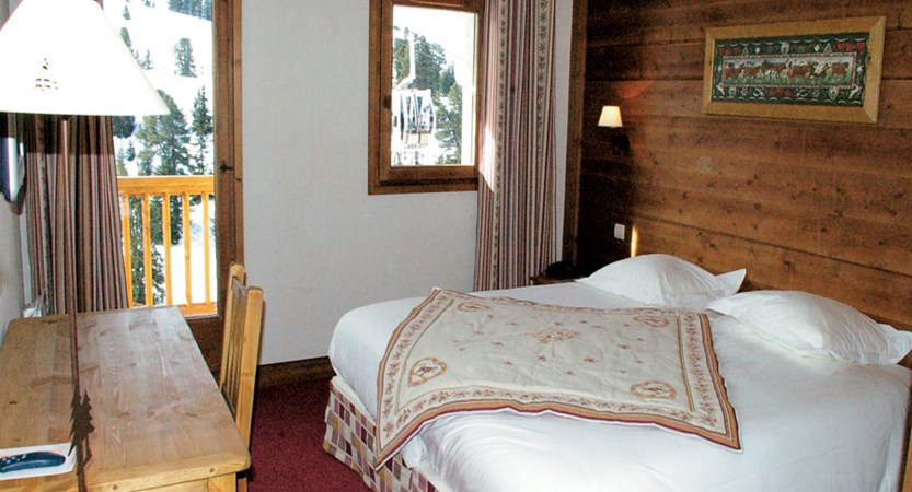france_paradiski-ski-area_la-plagne_hotel_carline_bedroom.jpg