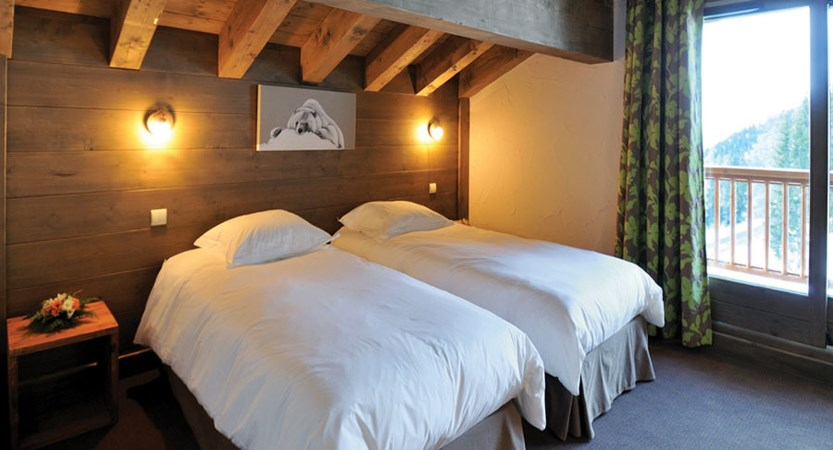 france_paradiski-ski-area_la-plagne_hotel_carline_bedroom2.jpg