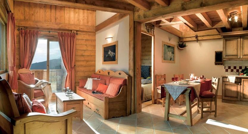 france_paradiski-ski-area_la-plagne_les_grange_du_soleil_apartments_dining_lounge.jpg