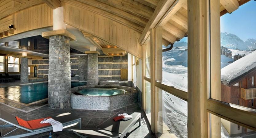 france_paradiski-ski-area_la-plagne_les_grange_du_soleil_apartments_jacuzzi.jpg