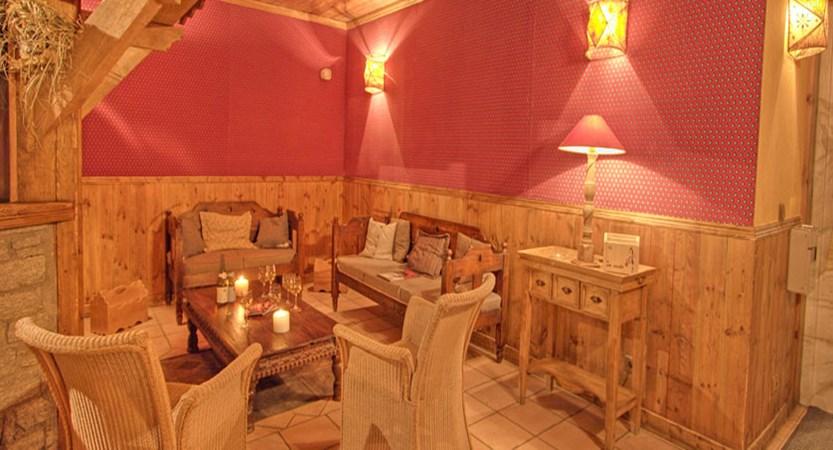 France_La-Plagne_Hotel-les-Balcons-Belle-Plagne_Lounge-area.jpg