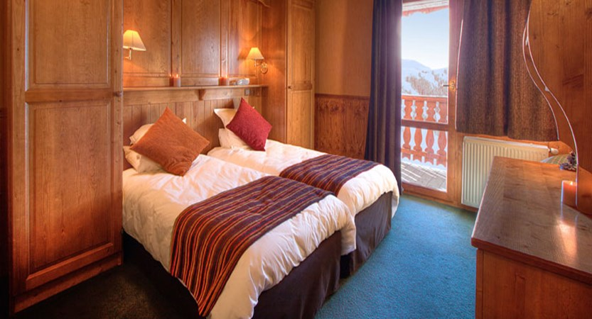 France_La-Plagne_Hotel-les-Balcons-Belle-Plagne_Twin-bedroom.jpg