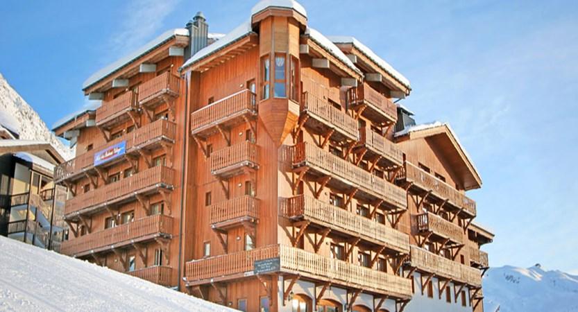 france_paradiski-ski-area-plagne_hotel-les-balcons_exterior.jpg