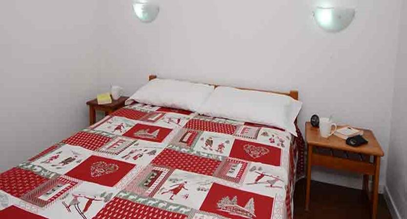France_La-Plagne_les_Cervin_Apartments_bedroom.jpg