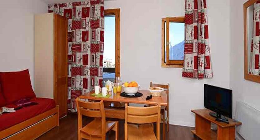 France_La-Plagne_les_Cervin_Apartments_interior.jpg