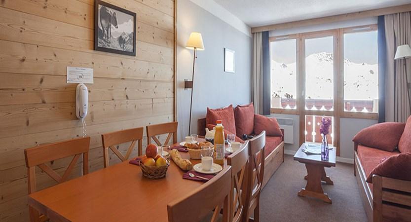 France_La-Plagne_les_Constellations_Apartments_dining.jpg