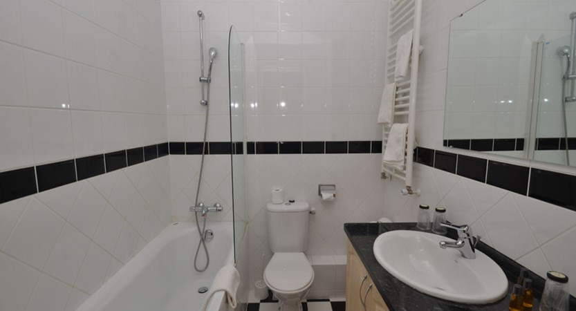 Chalet Hotel Les Cimes - Bathroom