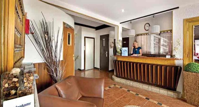 Chalet Hotel Les Cimes - reception