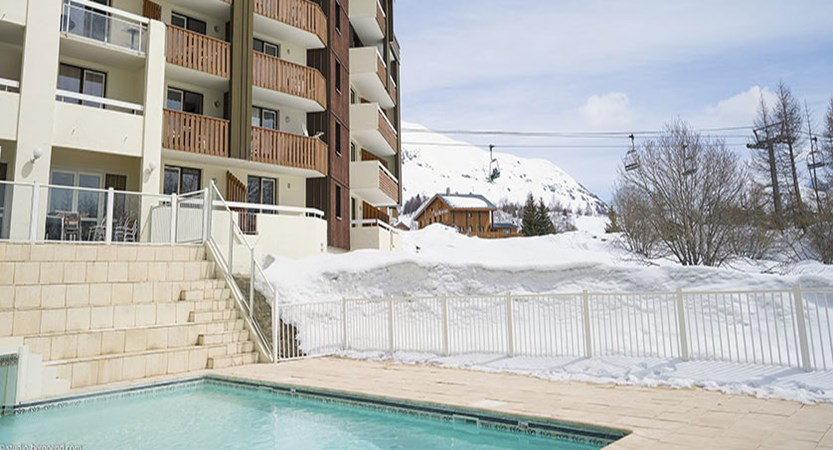 Les Bergers apartments - outdoor pool
