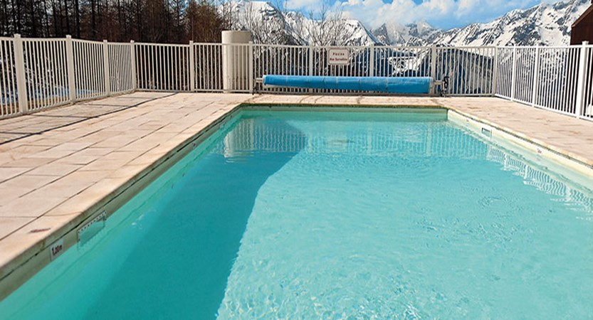 Les Bergers apartments - outdoor pool (1)