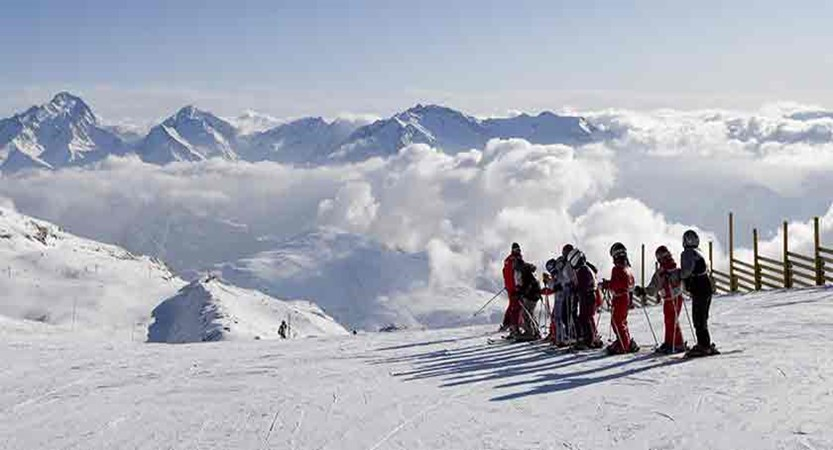 France_alpe_dhuez_children_ski_lesson.jpg