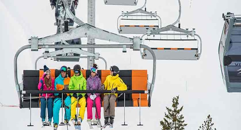 France_alpe_dhuez_skiers_on_chair_lift.jpg