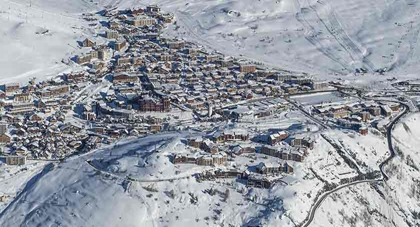 France_alpe_dhuez_view-of-the-resort.jpg