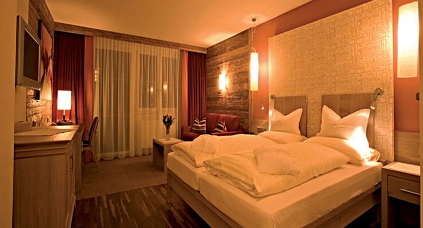 Hotel Schönruh, Seefeld, Austria - Twin bedroom.jpg