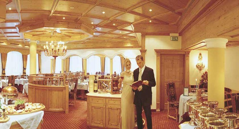 Hotel Alte Post, St. Anton, Austria - Restaurant interior 2.jpg