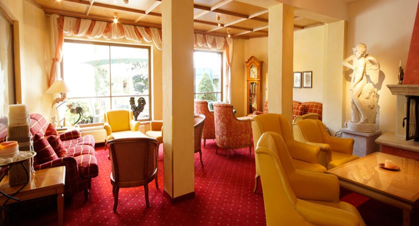 Sporthotel Modlinger, Söll, Austria - Lounge area interior.jpg