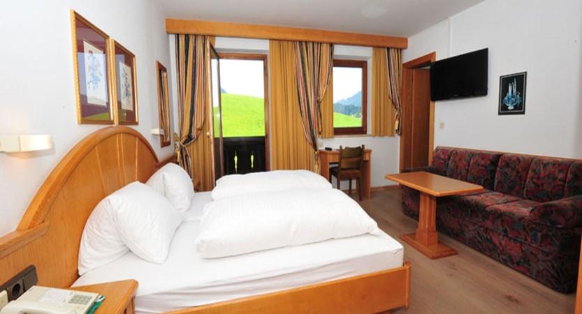 Sporthotel Modlinger, Söll, Austria - Twin bedroom.jpg