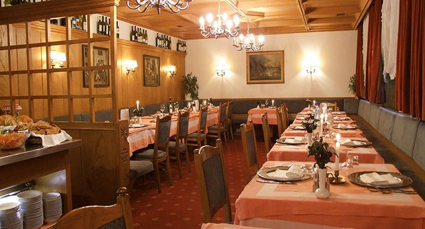 italy_dolomites-ski-area_arabba_hotel-olympia_dining-room.jpg
