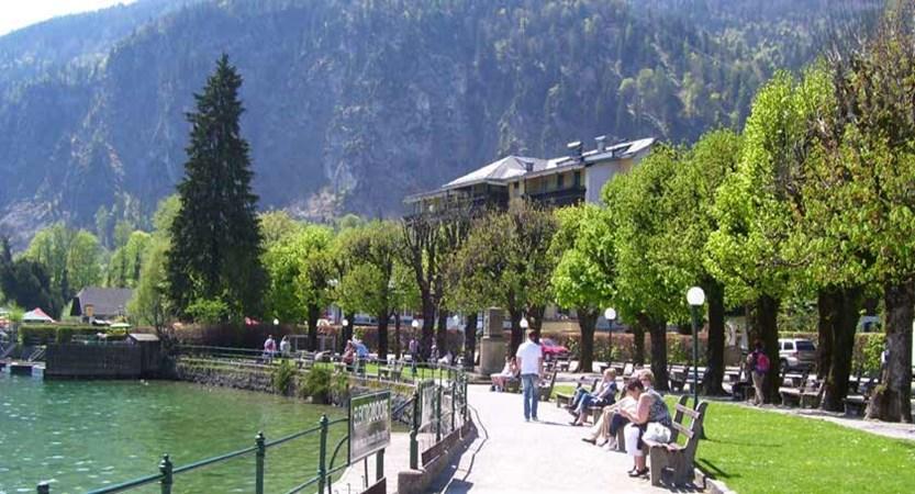 Austria_Salzkammergut_St-Gilgen_Lakeside-view.jpg