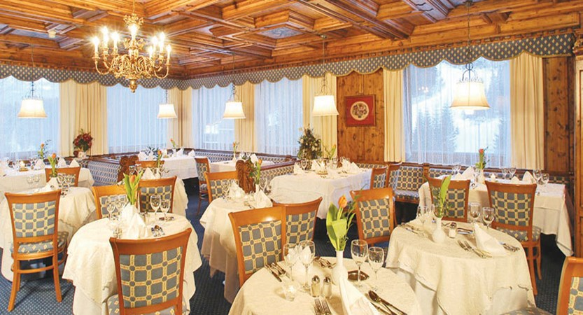 italy_dolomites-ski-area_arabba_sport_hotel_arraba_dining_room.jpg