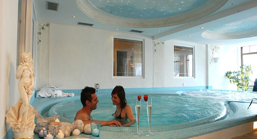 italy_dolomites-ski-area_arabba_sport_hotel_arraba_indoor_pool.jpg