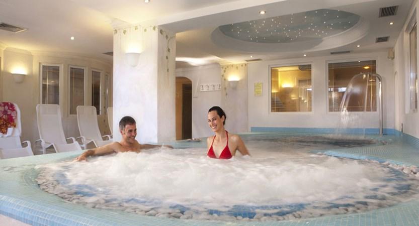 italy_dolomites-ski-area_arabba_sport_hotel_arraba_jacuzzi.jpg