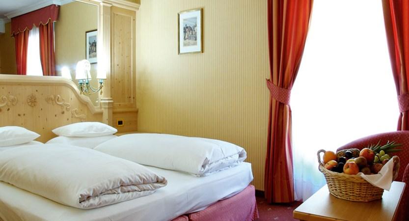italy_dolomites-ski-area_arabba_hotel_evaldo_bedroom.jpg