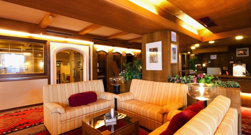 italy_dolomites-ski-area_arabba_hotel_Portavescovo_lounge.jpg