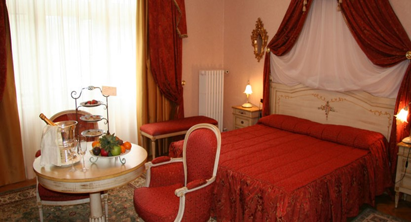 italy_cortina_d'ampezzo_grand_hotel_miramonti_majestic_standard_room.jpg