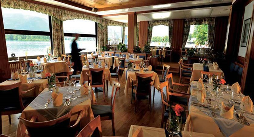 Romantik Hotel Weisses Rössl, St. Wolfgang, Salzkammergut, Austria - Restaurant with panorama windows overlooking the lake..jpg