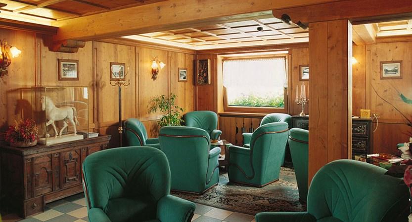 italy_cortina_d'ampezzo_sport_hotel_barisetti_lounge.jpg