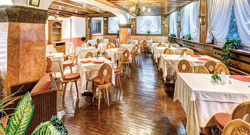 Italy_Cortina_Chalet-Hotel-Parc-Victoria-dining-room2.jpg