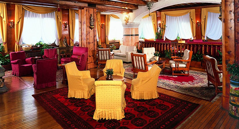 Italy_Cortina_Chalet-Hotel-Parc-Victoria-lounge2.jpg