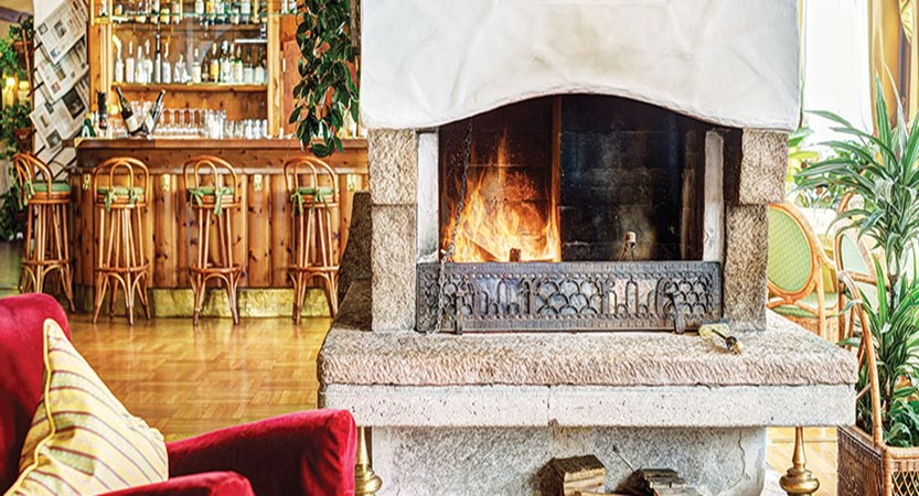 Italy_Cortina_Chalet-Hotel-Parc-Victoria-lounge-fireplace.jpg