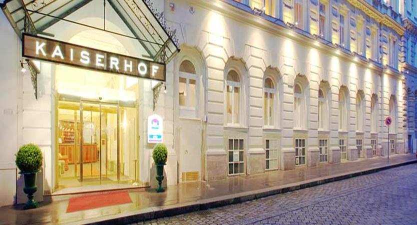 Hotel Kaiserhof, Vienna, Austria - front of the hotel.jpg