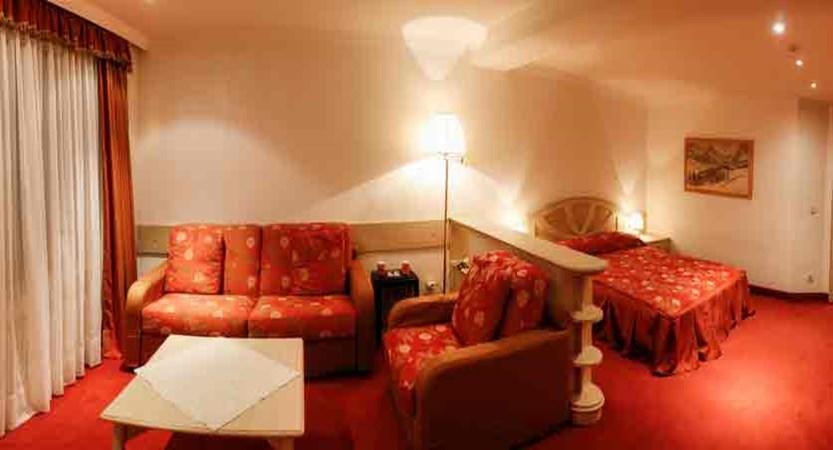italy_dolomites_corvara_hotel-col-alto_classic-room2.jpg