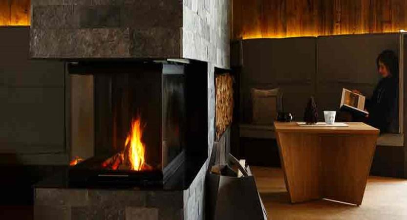 italy_dolomites_corvara_hotel-col-alto_lounge.jpg
