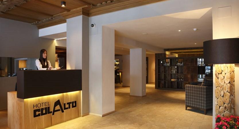 italy_dolomites_corvara_hotel-col-alto_reception.jpg