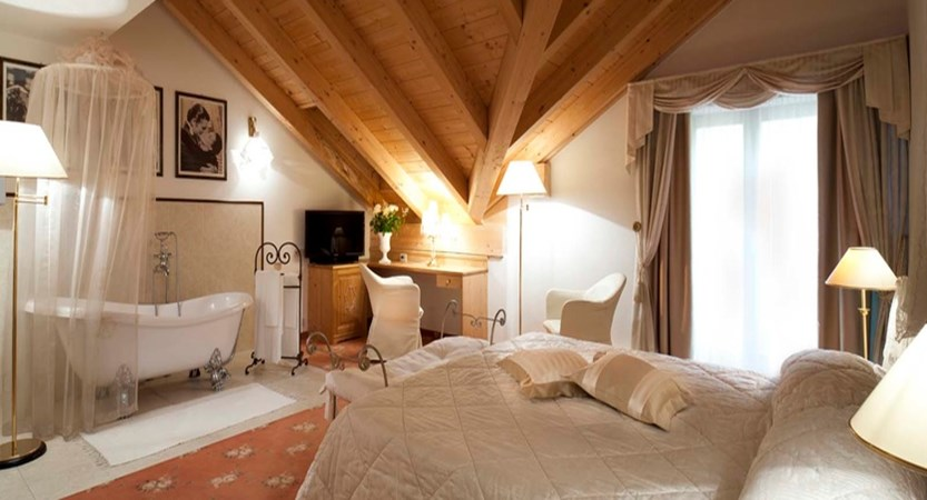 italy_dolomites_corvara_hotel-table_comfort-bedroom.jpg